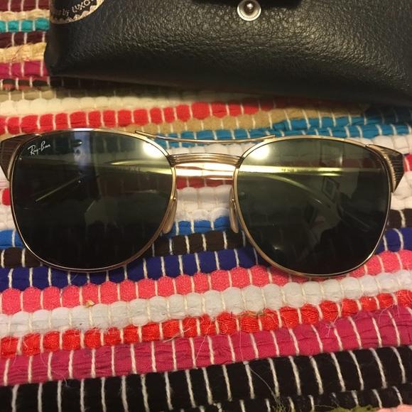 8b1d72ecd8 Ray Ban SIGNET Sunglasses Gold Frame Green Lens. M 5ac4dacc72ea88dc64889ef4